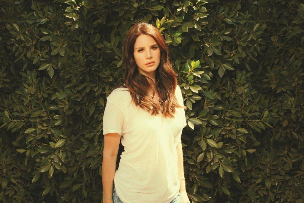 Lana Del Rey lần đầu khai thác indie rock với Ultraviolence.