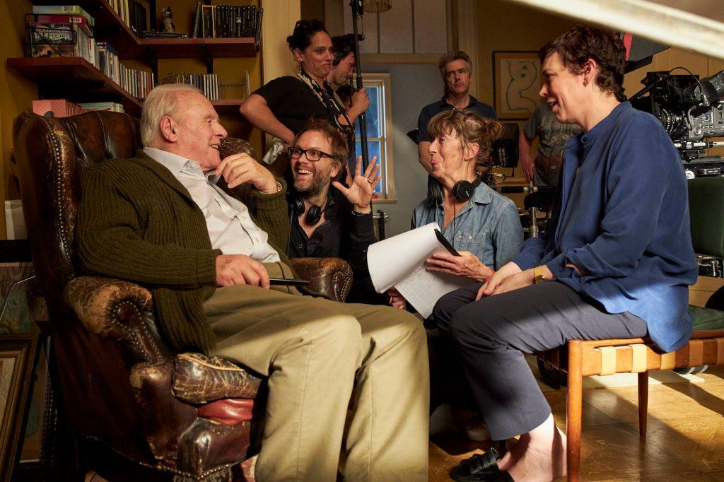 Nam diễn viên và đạo diễn Florian Zeller trên trường quay The Father.