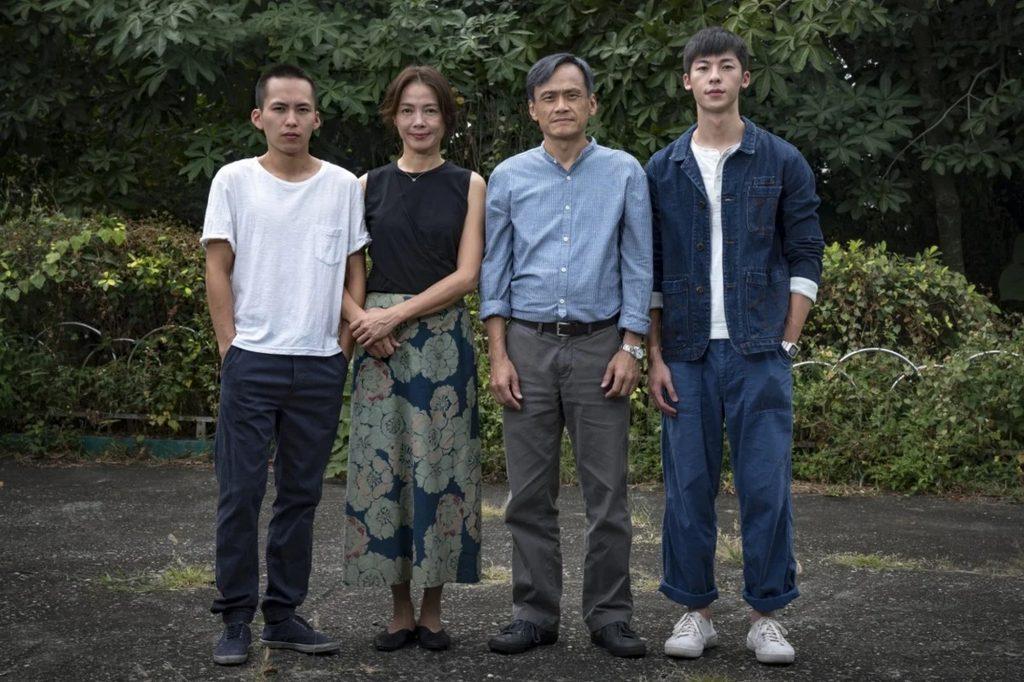 Từng thành viên trong gia đình A Hòa thay đổi sau tội ác đầu phim.