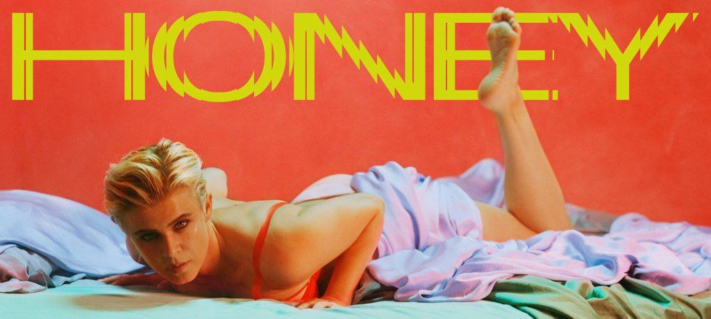 """Trong """"Honey"""", Robyn tiếp tục khai thác chủ đề tan vỡ trong tình yêu."""