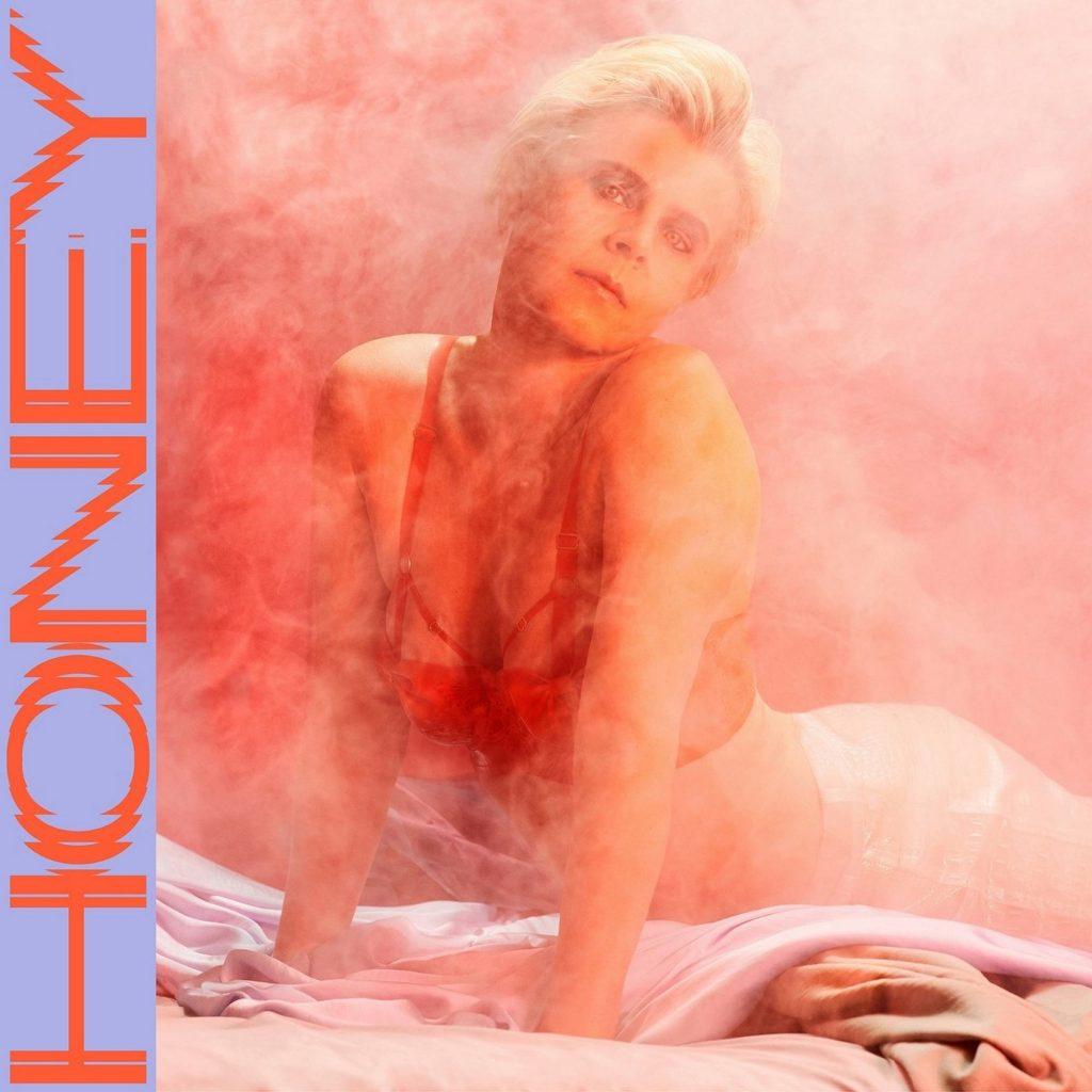 """""""Honey"""" có nhiều điểm tương đồng với album """"Vulnicura"""" của Björk phát hành năm 2016."""