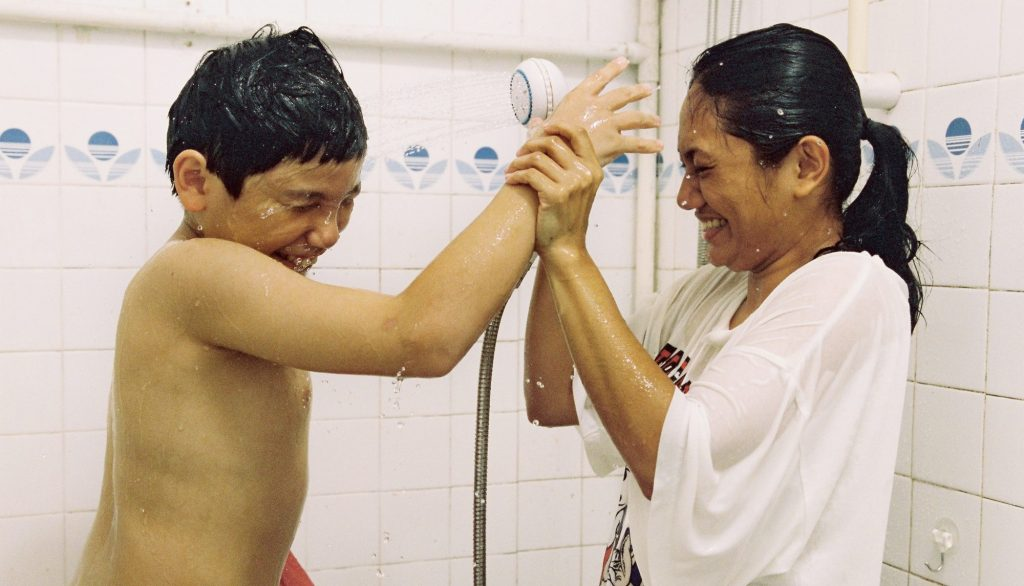 Terry đại diện cho hàng ngàn phụ nữ Phillipines đã và đang phải sống vất vưởng nơi xứ người để kiếm miếng cơm manh áo.