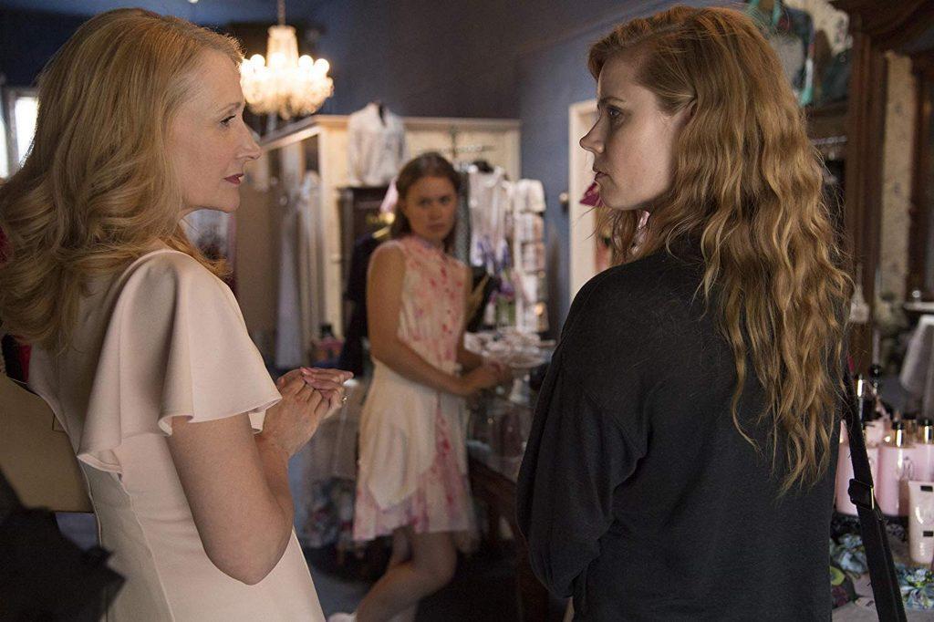 Camille liên tục đối đầu với mẹ ruột và em cùng mẹ khác cha trong phim.