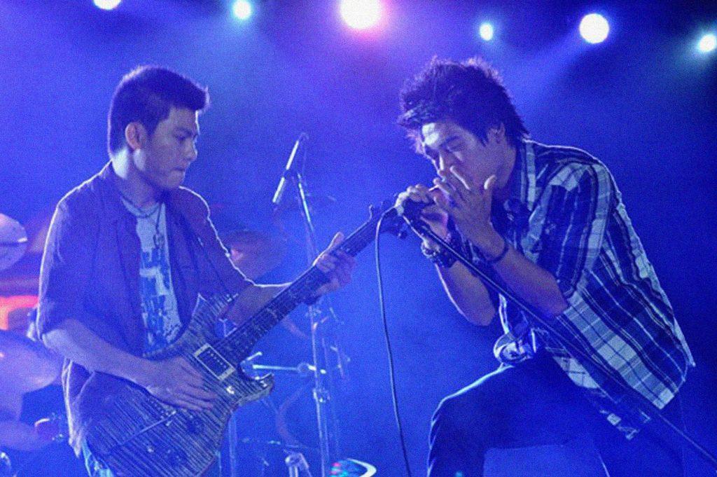 Nhóm indie Việt Ngũ Cung bùng nổ tại Rock Storm 2011.