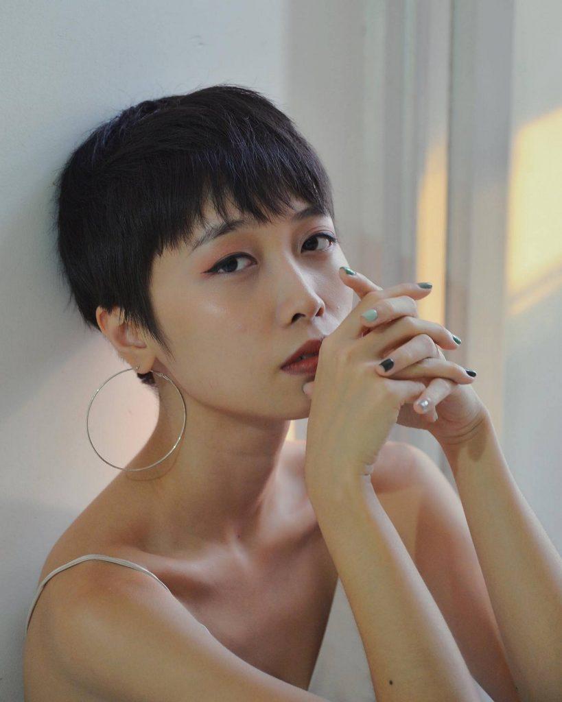 Chân dung Trang ở tuổi 23 khi ra mắt Tỉnh giấc khi ông trời đang ngủ (Nguồn: FB Nhạc Của Trang).