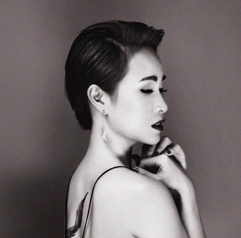 Hình ảnh Uyên Linh khi phát hành Ước sao ta chưa gặp nhau.